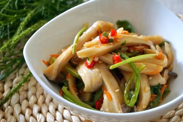 杏鲍菇拌菠菜