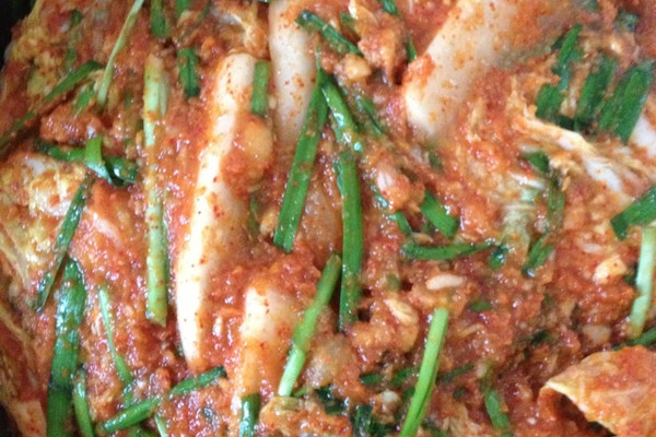 辅料  盐50g 糯米饭2勺 辣椒面2勺 韩国泡菜的做法步骤 2.