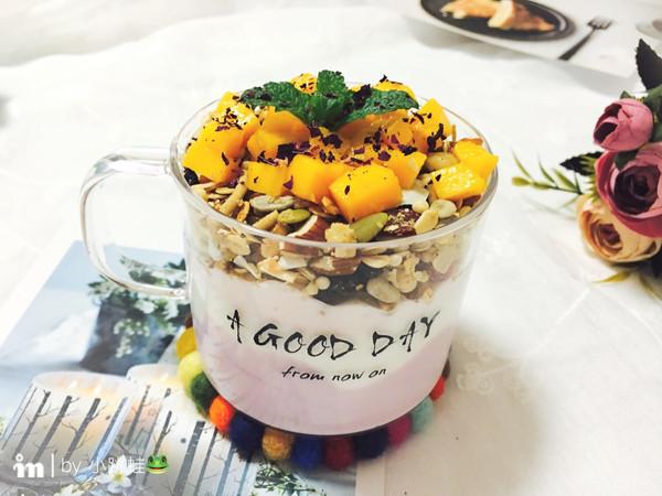芒果燕麦酸奶杯