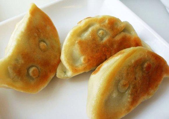 灰灰的水煎饺的做法_【图解】灰灰的水煎饺怎么做好吃