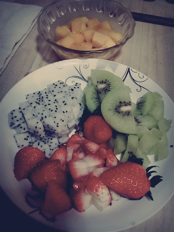 :草莓~火龙果~猕猴桃图片