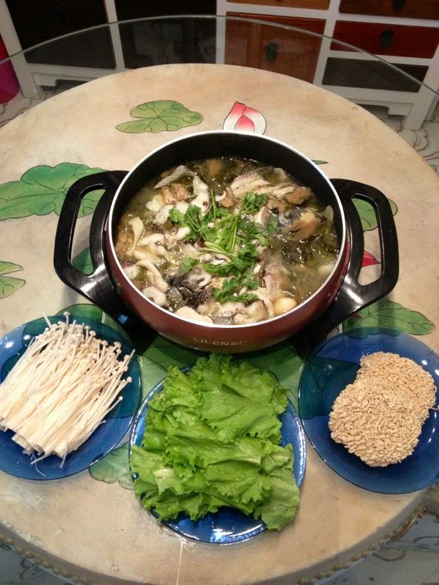 图解 试用报告/26. 中秋佳节一家人团团圆圆围坐一桌,喝着汤吃着鱼,最后再涮...