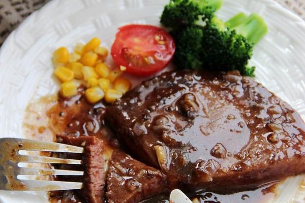 黑椒菲力牛排--利仁电火锅试用菜谱的做法