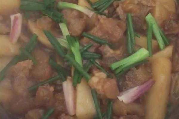 牛蹄筋萝卜煲的做法