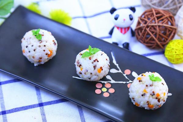 三文鱼藜麦饭团 宝宝辅食食谱