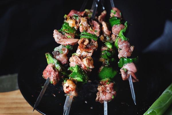 超好吃的烤肉配方 青椒烤羊肉/小羊排的做法