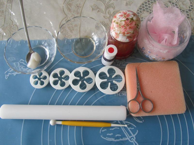 图解 方式/17. 准备制作翻糖花的工具;