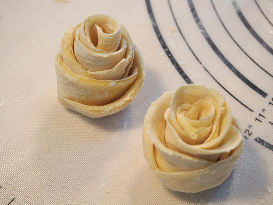 love玫瑰花卷的做法图解9