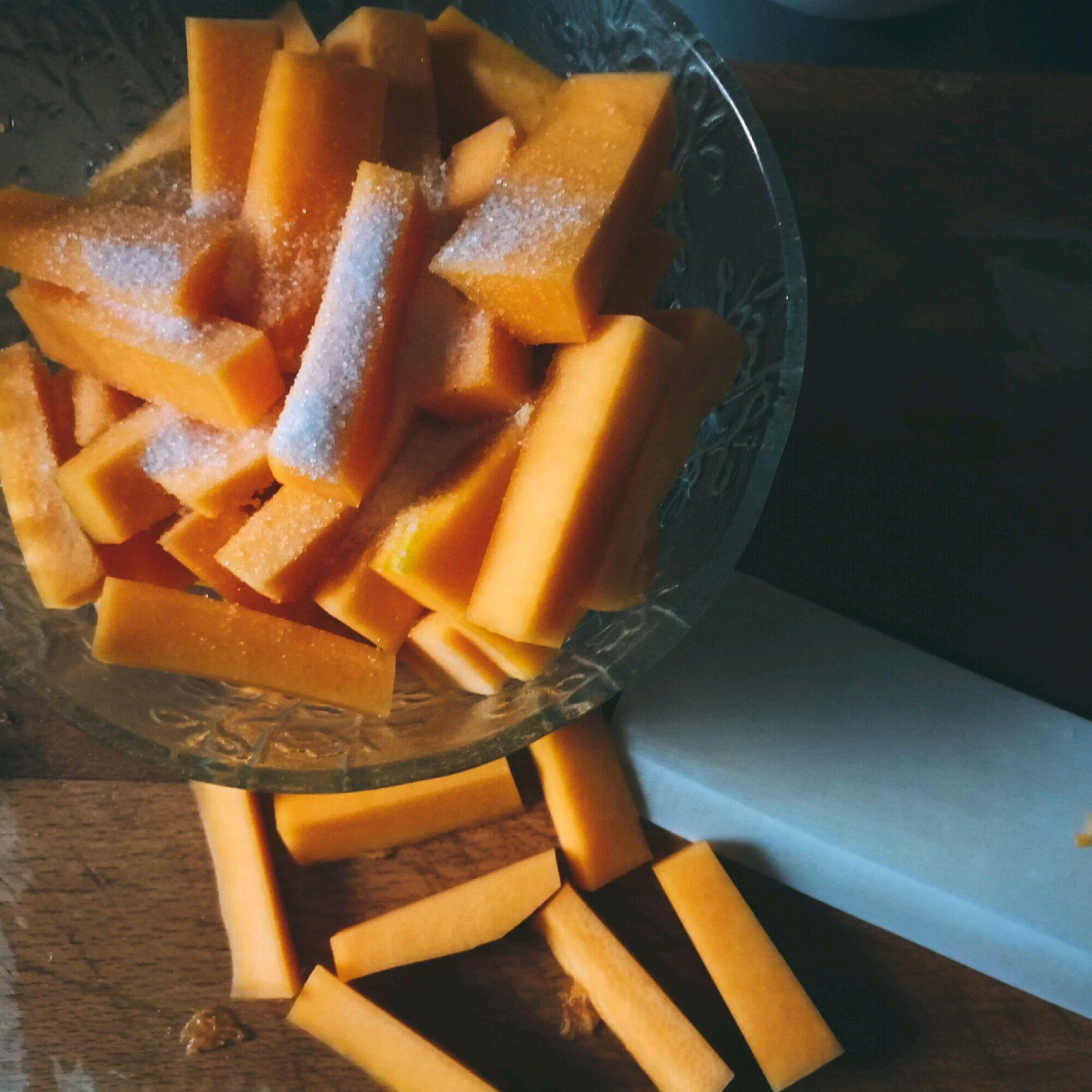 空气炸锅版咸蛋黄焗南瓜的做法图解1