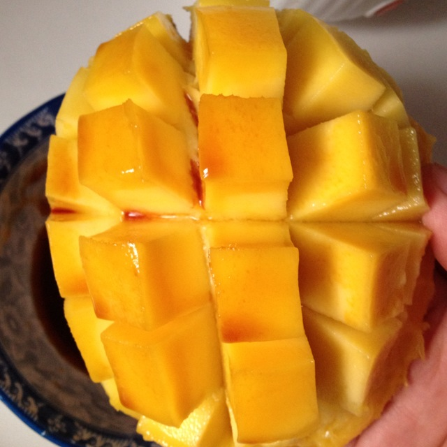 台农芒果1 辅料   酱油适量 酱油芒果的做法步骤 小贴士 芒果的切法