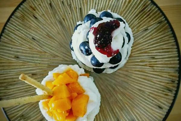 夏日甜品~不用冰激凌也可以做出美味的冰激凌的做法