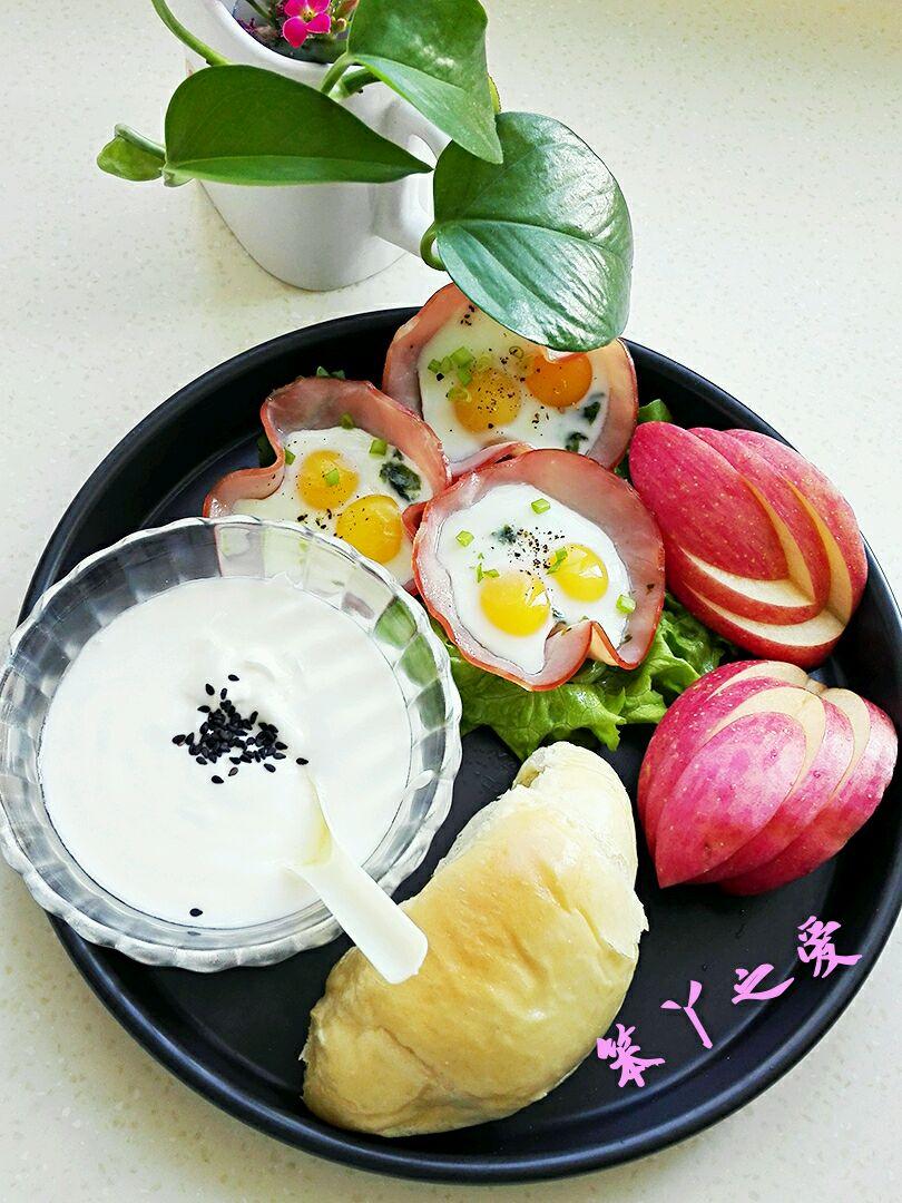 搭配着面包酸奶水果,早餐就这样简单漂亮