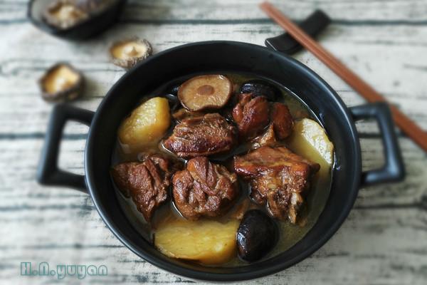 鸭肉炖香菇土豆#单挑夏天#的做法