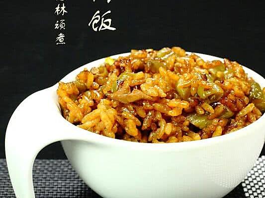 辅料   蘑菇酱 酱油 糖 盐 扁豆焖饭的做法步骤 小贴士 一定要把大米