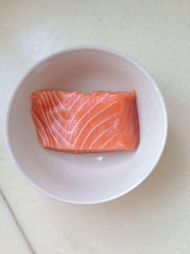6m辅食—胡萝卜三文鱼泥的做法图解2