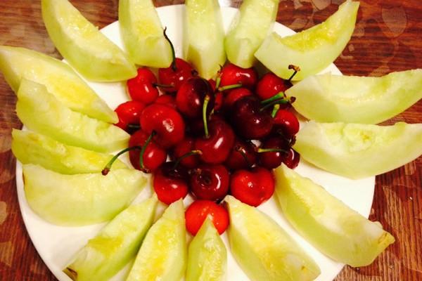 简单爱心水果拼盘图片