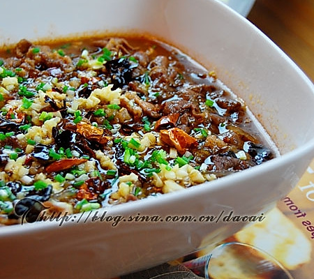芹菜草菇牛肉的做法