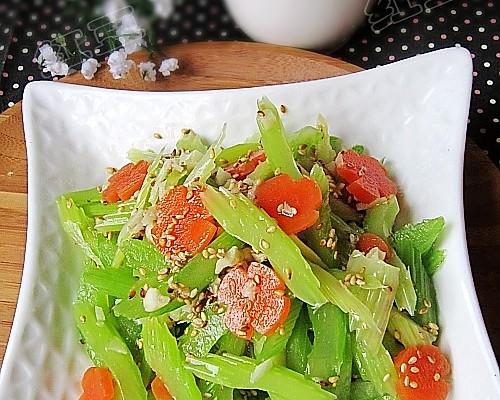 芝麻拌芹菜的做法