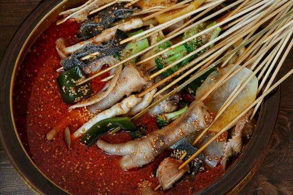 四川传统小吃钵钵鸡的做法