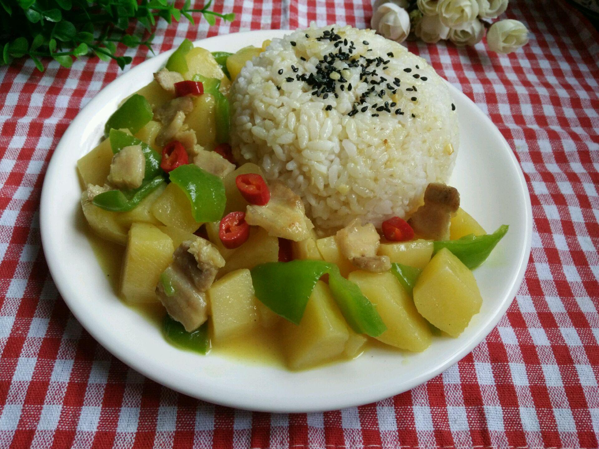 咖喱一块 盐适量 味精适量 咖喱土豆盖浇饭的做法步骤        本菜谱