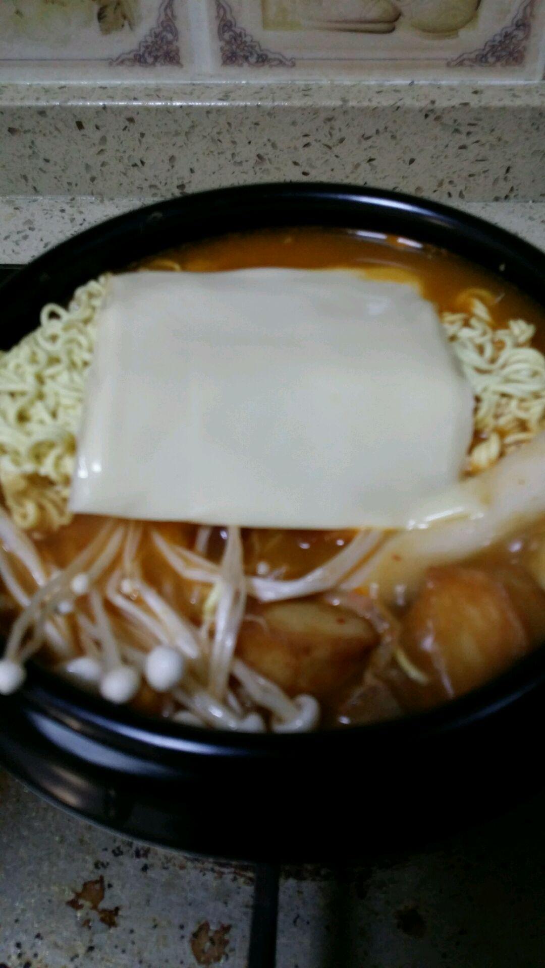 韩式芝士泡菜年糕火锅的做法图解3