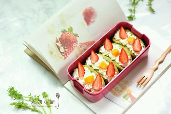 春游人气王-抹茶草莓夹心元宝蛋糕