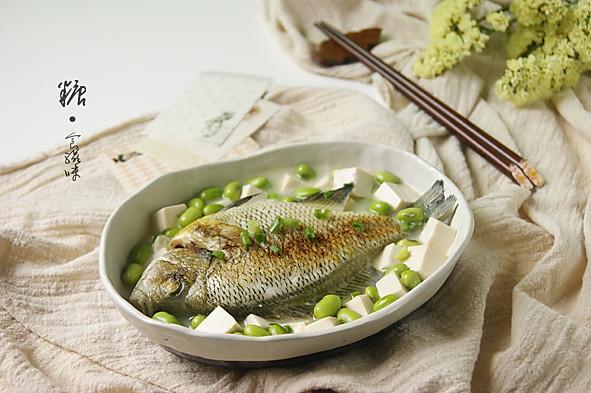 妈妈的味道【毛豆豆腐炖鱼】的做法