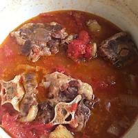 红酒西红柿牛尾汤的做法图解3
