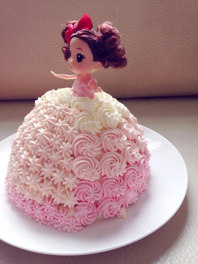 芭比小公主生日蛋糕的做法图解3