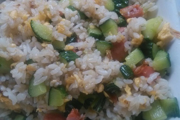 5勺 味精一点 黄瓜仔肠炒米饭的做法步骤        本菜谱的做法由