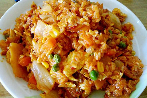 芝士什锦辣白菜五花肉土豆片炒饭