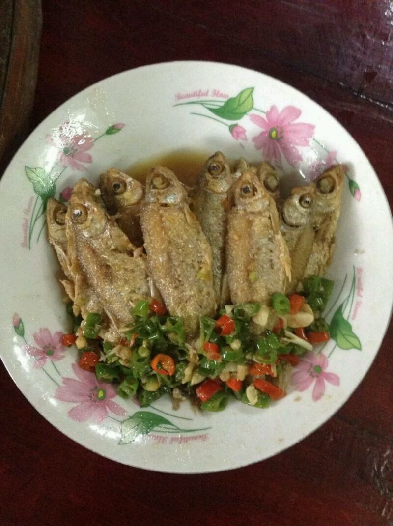 炒菜煲汤临锅时加入提鲜不口干 家常菜(煎小鱼)的做法步骤