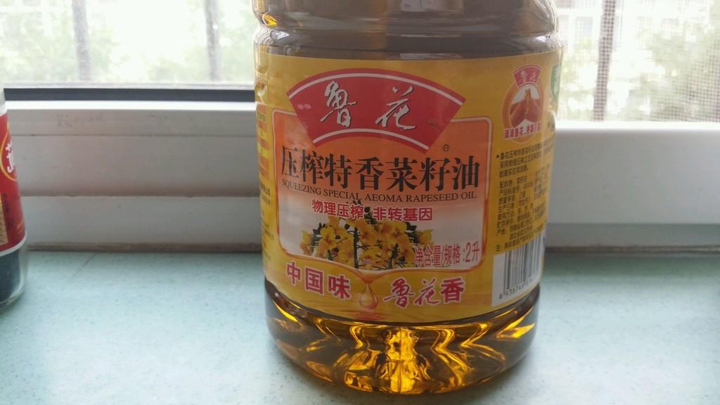 重庆/2. 重点来说说辣椒油吧!首先辣椒油的组成包括菜籽油,朝天椒,...
