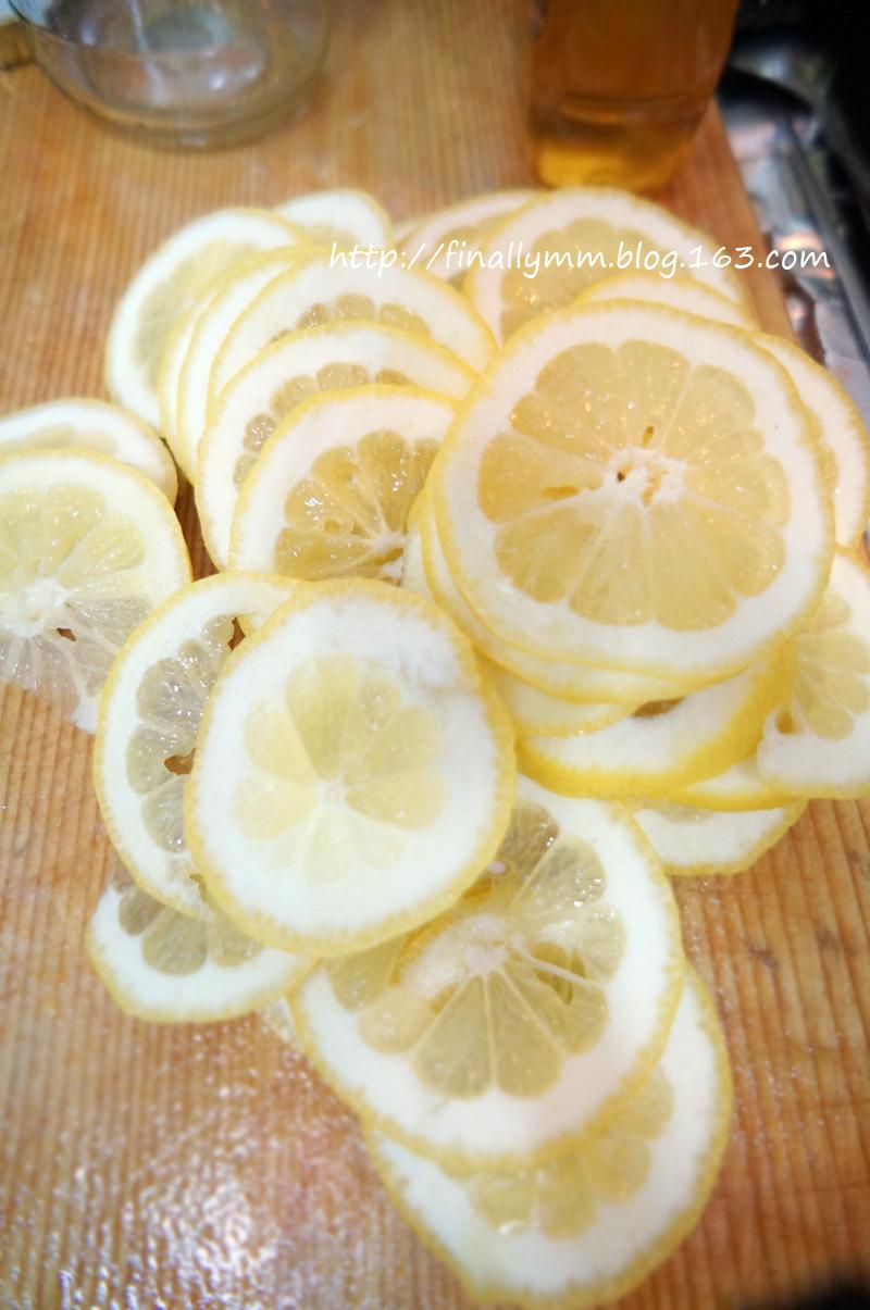 夏日健康減肥飲品:釀製新鮮檸檬蜂蜜茶的做法圖解2