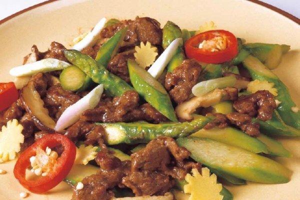 牛肉炒露笋的做法