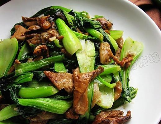 元蘑炒油菜的做法_【图解】元蘑炒油菜怎么做好吃_球