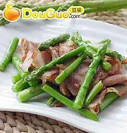 荤素搭配的快手小炒——芦笋培根的做法