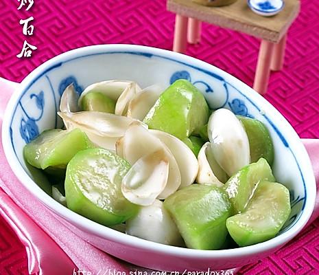 轻松解决春季燥咳:丝瓜炒百合的做法