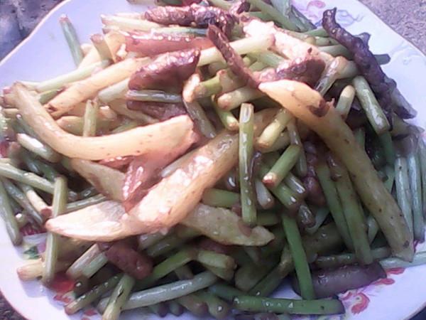 蒜薹炒土豆条的做法