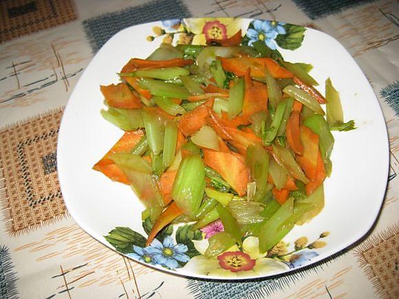 鸭胗炒胡萝卜的做法