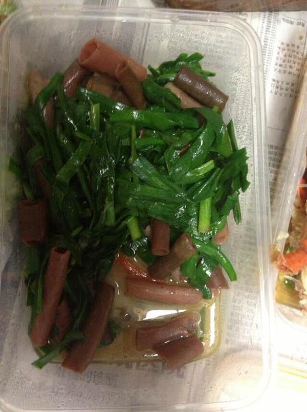 男人美食:韭菜炒海肠的做法