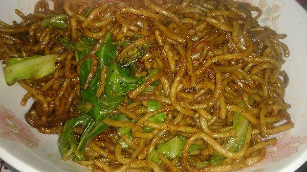 蔬菜酱油炒面的做法
