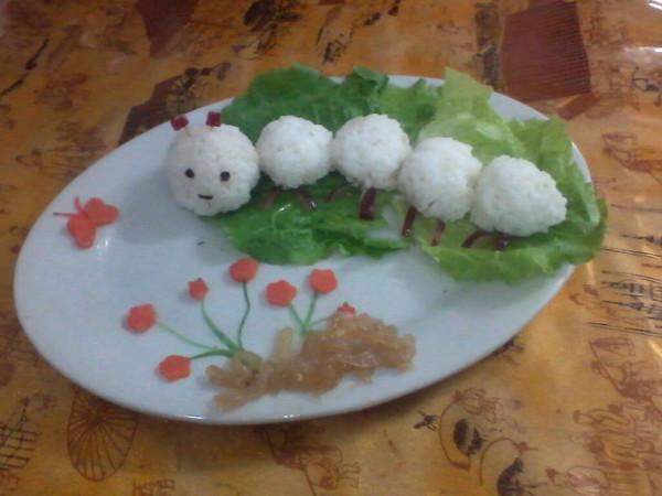 蚕宝宝饭团的做法