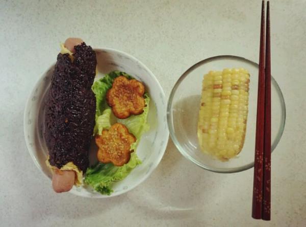子雅雅文文的【学生糯米什锦饭团】黑米时代的美食哲楠图片