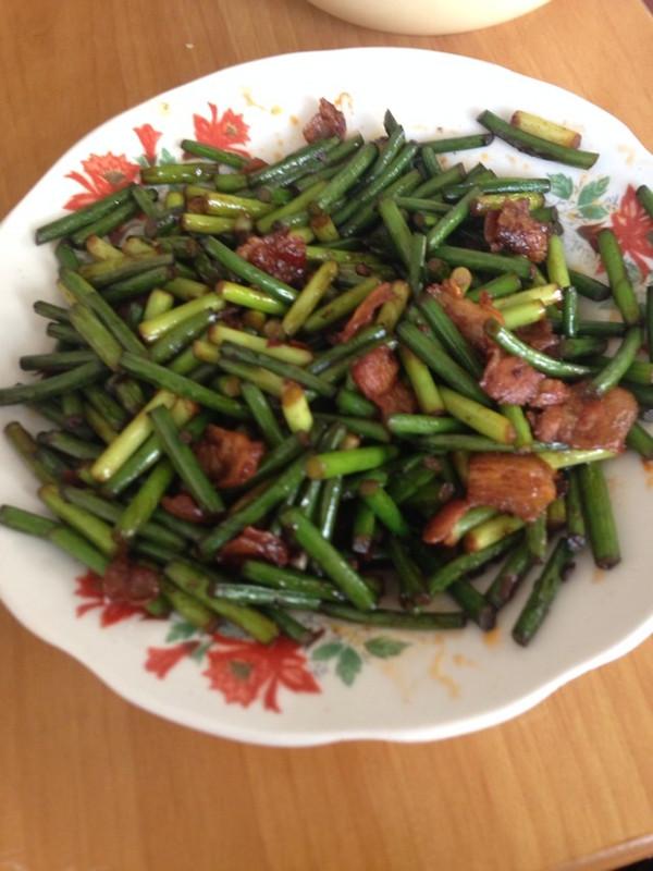 蒜苔五花肉的做法