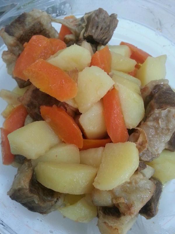 土豆烧牛肉的做法