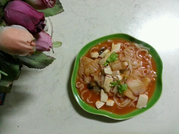 泡菜火锅面的做法