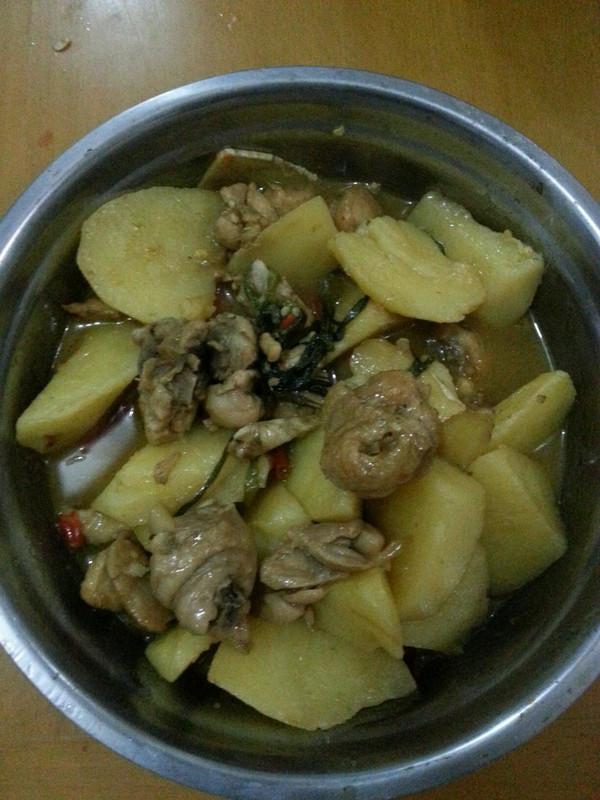 土豆炖鸡肉的做法