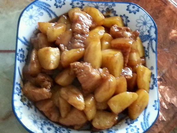 小土豆焖肉的做法