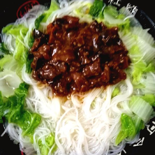 青菜香菇猪肉酱米粉的做法